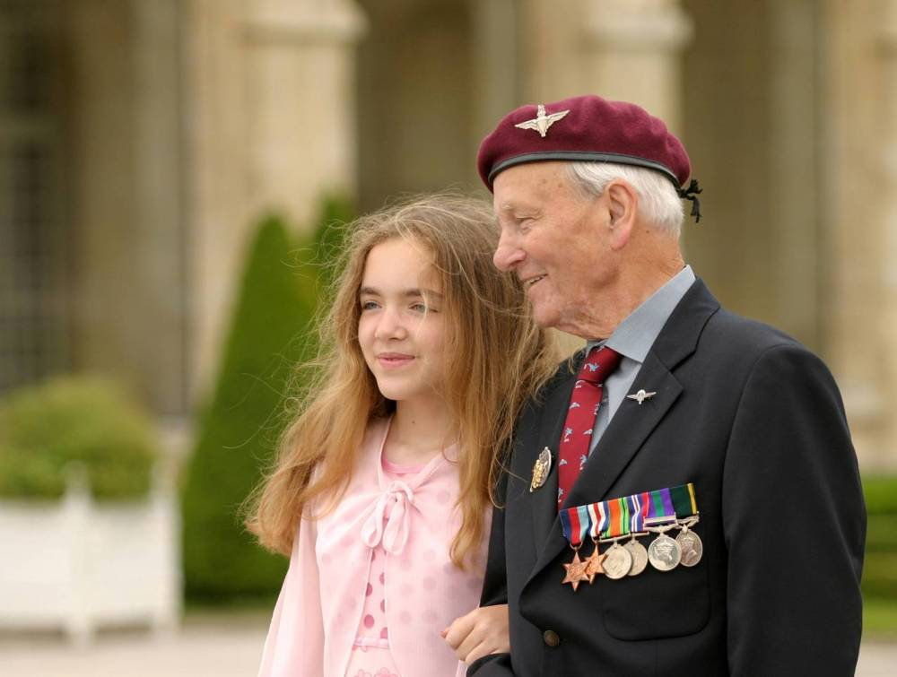 D.Day 70th Anniversary Celebrations June 2014 - the amazing story of a picture of a veteran and his grand daughter (1/6)