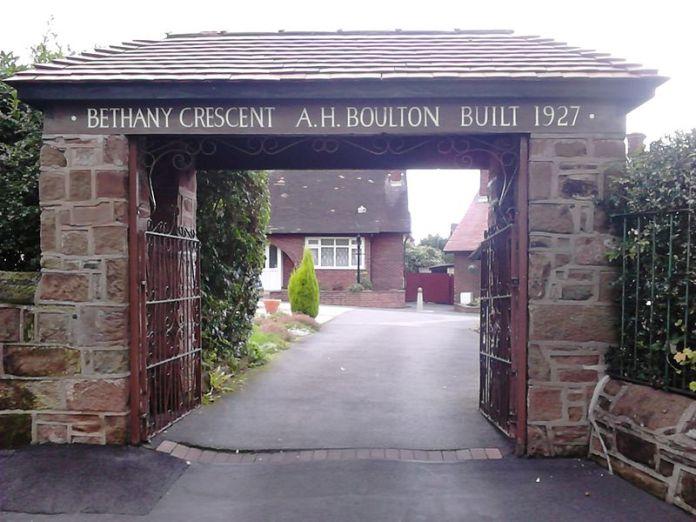 800px-Bethany_Crescent,_Bebington_-_DSC_0021